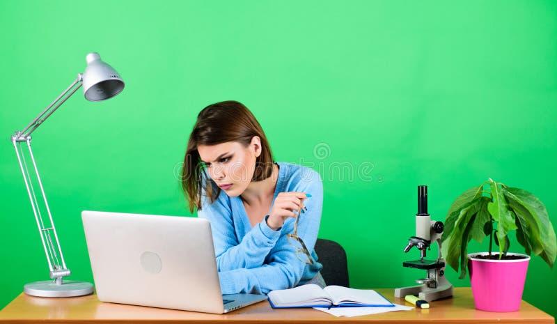 Studente Life Istruzione della High School Insegnante di carriera di inizio Classi a distanza online Occupato con informazioni Ra immagine stock libera da diritti