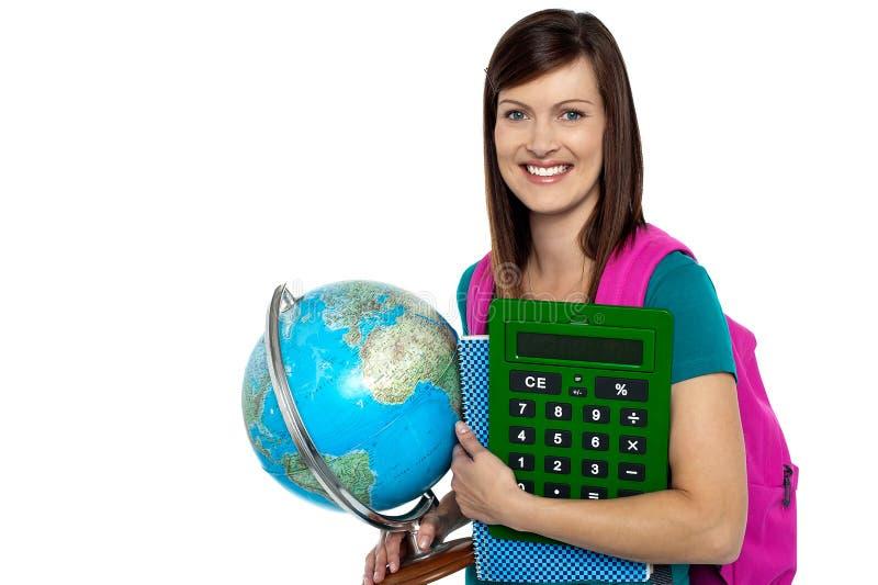 Studente universitario intelligente che indossa un sorriso fotografia stock libera da diritti