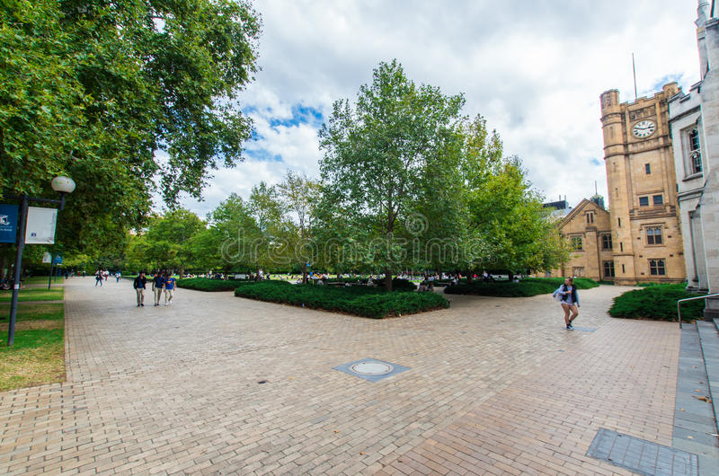 Studenten auf der Universität Melbourne-Südrasens lizenzfreies stockbild