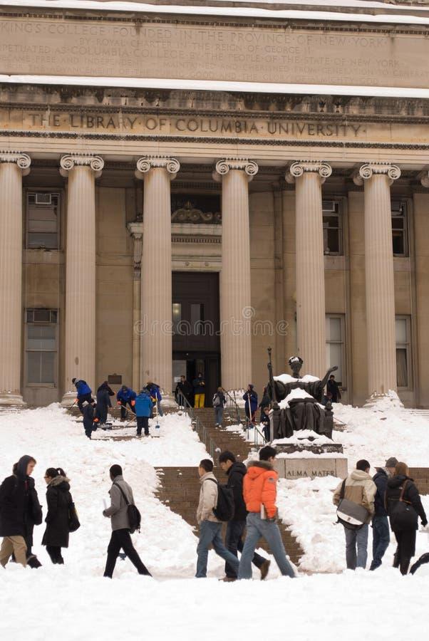 Studenten bij de Universiteit van Colombia in de sneeuw