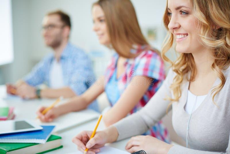 Studenten bij les stock afbeelding
