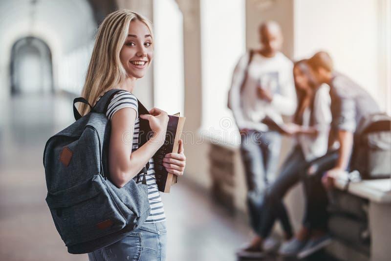 Studenten in der Universität lizenzfreie stockfotos