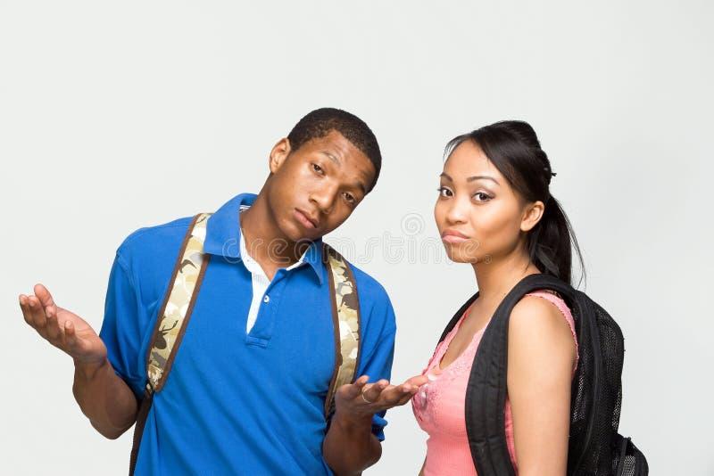 Studenten die Horizontale Rugzakken dragen - stock foto's