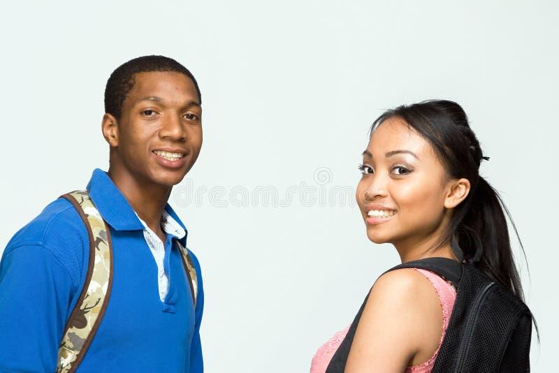 Studenten die Horizontale Rugzakken dragen - stock afbeelding