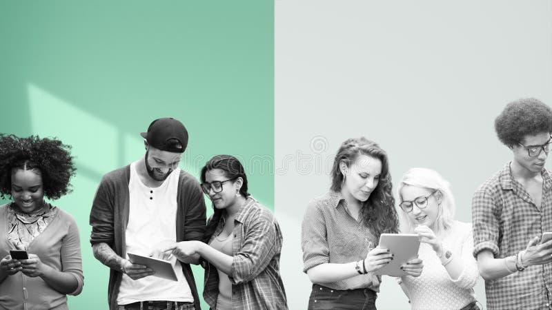 Studenten die Onderwijs Sociale Media Technologie leren stock foto
