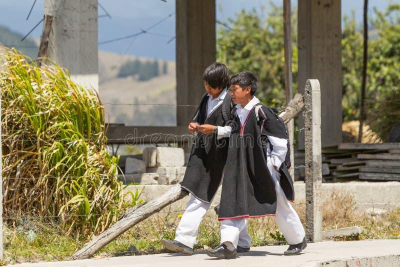 Studenten die Quechua Traditionele Kleding dragen royalty-vrije stock afbeeldingen