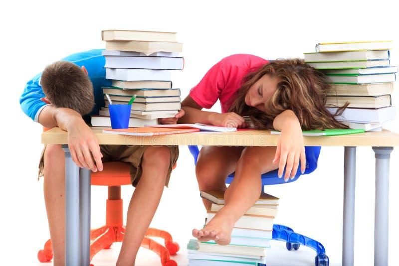 Studenten die van het bestuderen worden vermoeid stock afbeelding