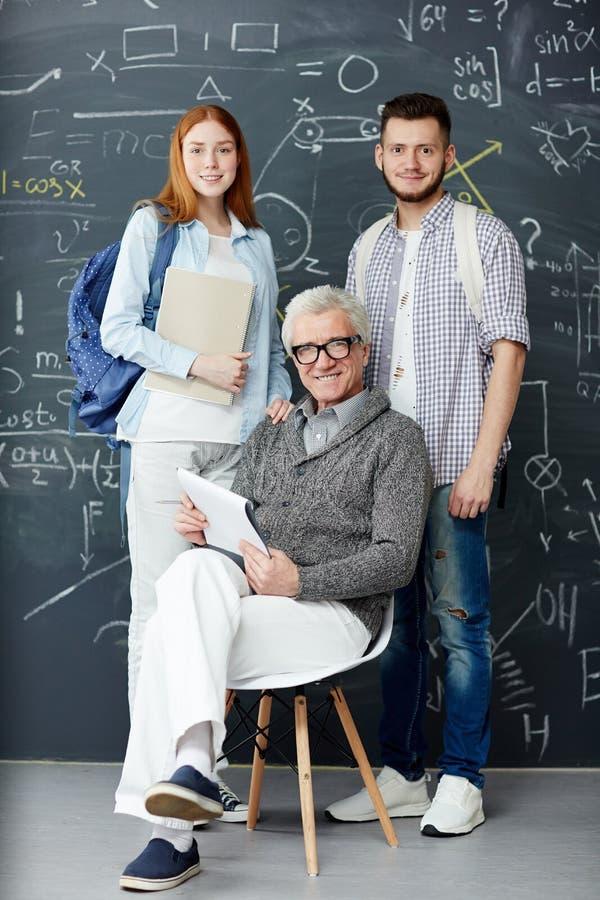Studenten en leraar stock afbeelding