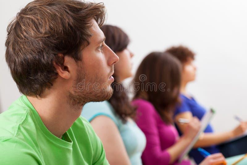 Studenten het luisteren lezing royalty-vrije stock foto's