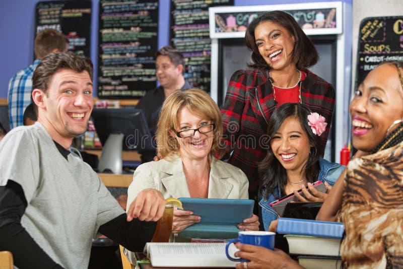 Studenten-Lachen lizenzfreies stockbild