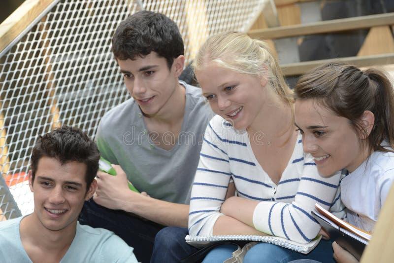 Studenten op school stock foto