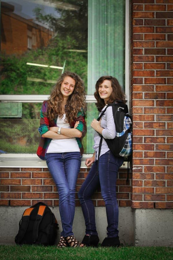 Studenten op school stock afbeeldingen