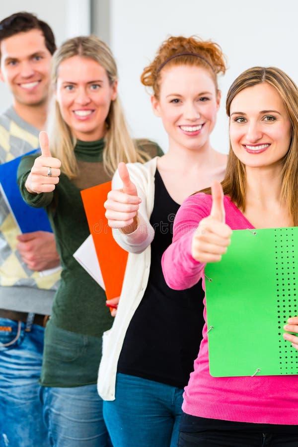 Studenten overgegaan onderzoek stock foto's