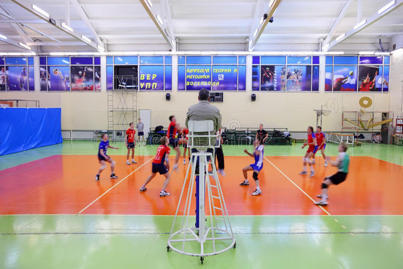 Studenten RSUH in rood spelvolleyball stock foto