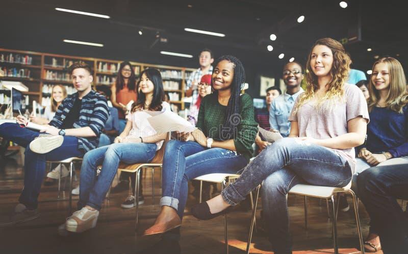Studenten-Study Classmate Classroom-Vortrag-Konzept lizenzfreies stockbild
