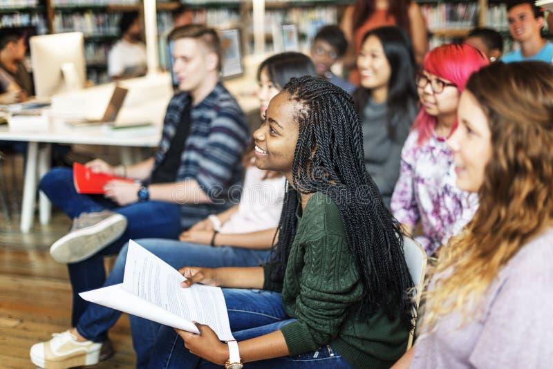 Studenten-Study Classmate Classroom-Vortrag-Konzept stockbilder
