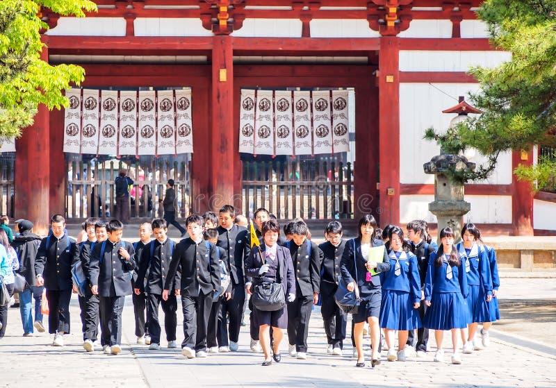 Studenten an Todaiji-Tempel, Nara, Japan lizenzfreies stockbild