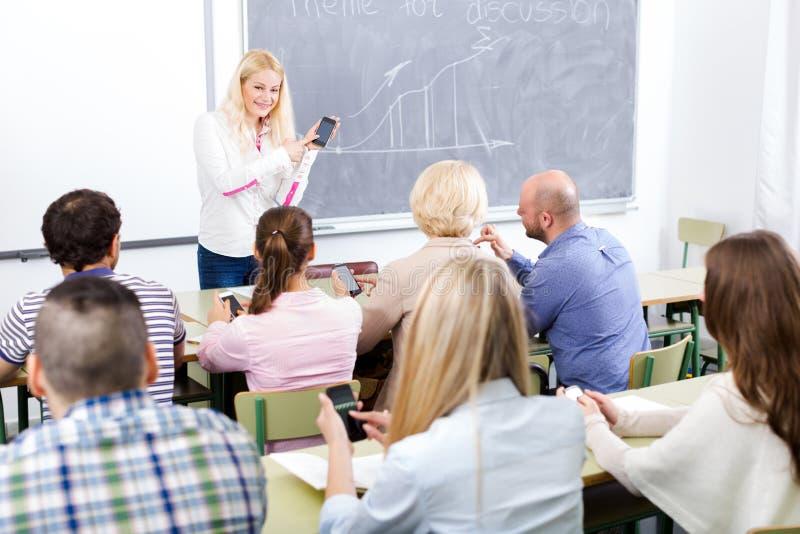 Studenten van bij uitbreidingscursussen stock foto