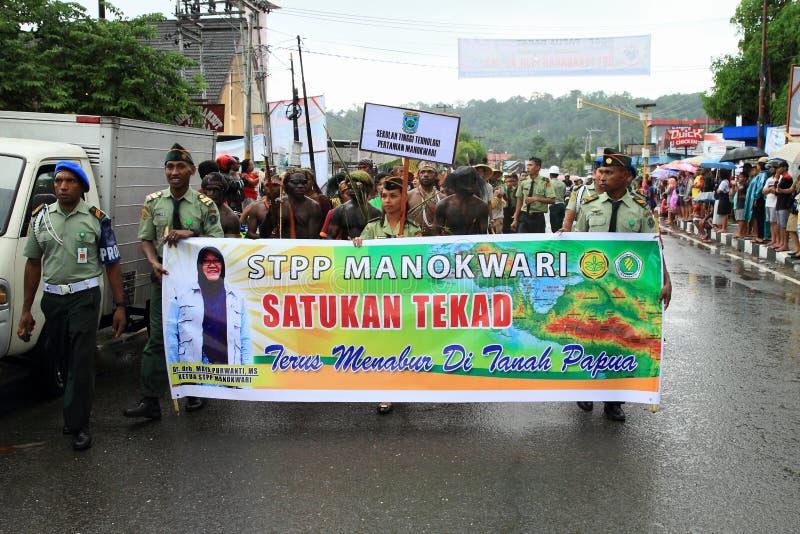 Studenten van STPP Manokwari in parade royalty-vrije stock foto's