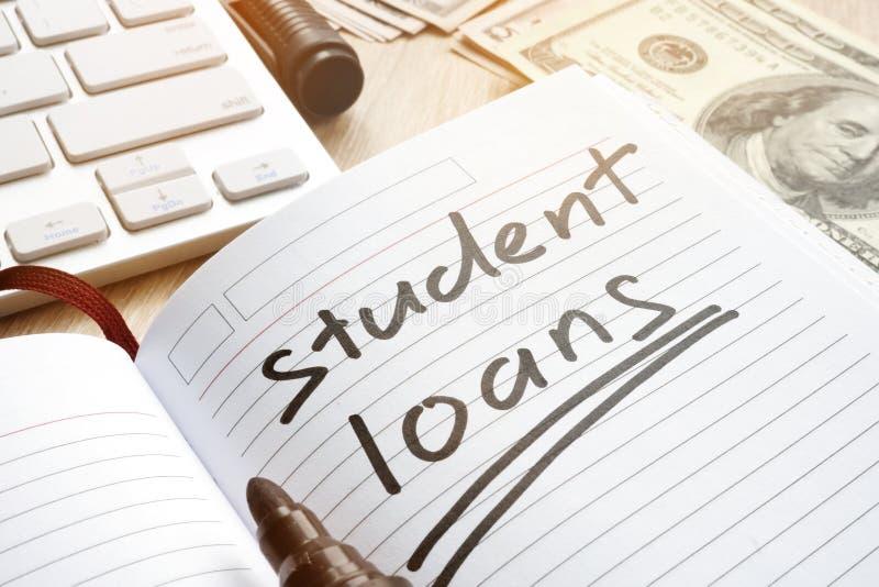 Studentendarlehen handgeschrieben in einer Anmerkung Geld für Ausbildung lizenzfreie stockfotografie