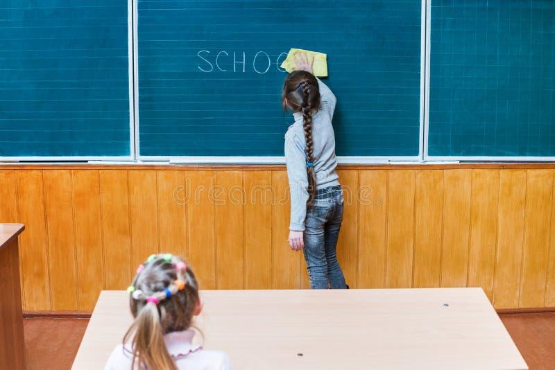 Studentenlöschen vom Brett lizenzfreies stockbild