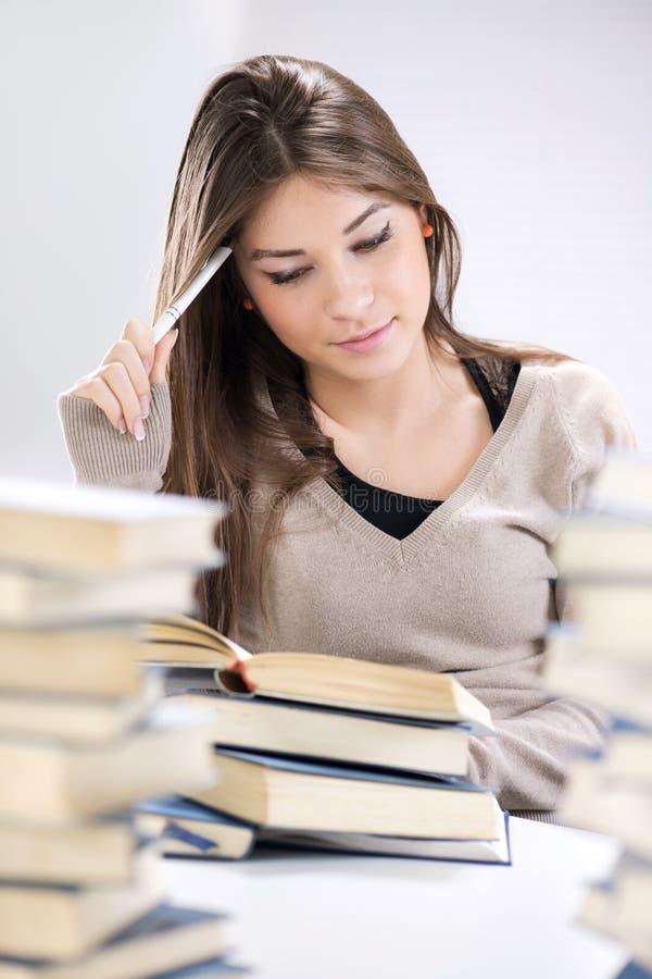 Studentenmeisje het leren stock fotografie