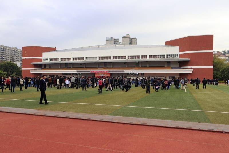 Studenter av Xiamen numrerar en mellanstadiet rymd vuxen ceremoni, Adobe rgb royaltyfria bilder