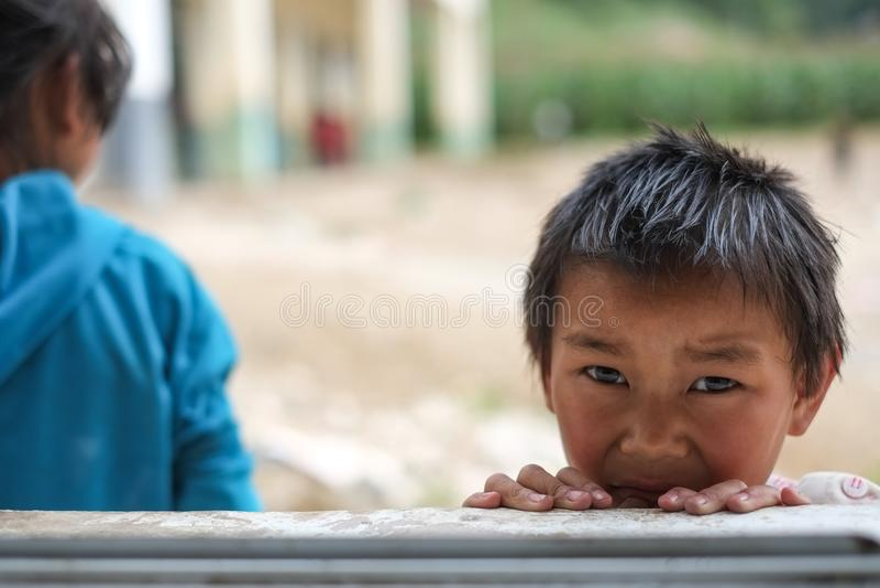 Studenter i Guizhou bergregion arkivbild