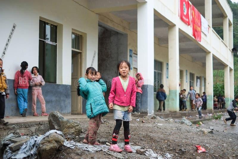 Studenter i Guizhou bergregion royaltyfri foto