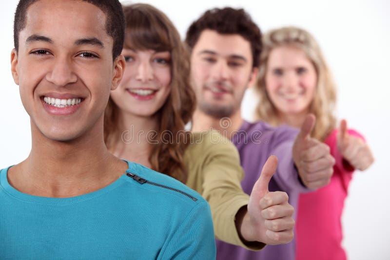 Studenter i rad som ger sig arkivfoton