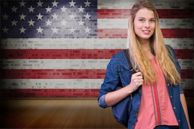 studenter som bär påsen mot amerikanska flagganbakgrund arkivfoto