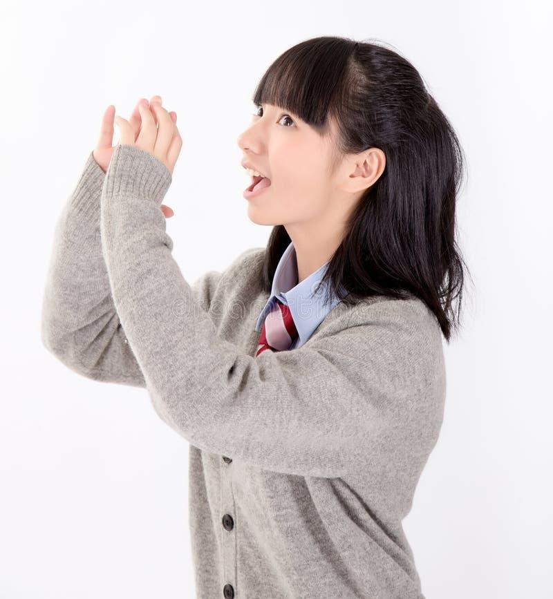 Studentessa asiatica in uniforme scolastico fotografia stock libera da diritti
