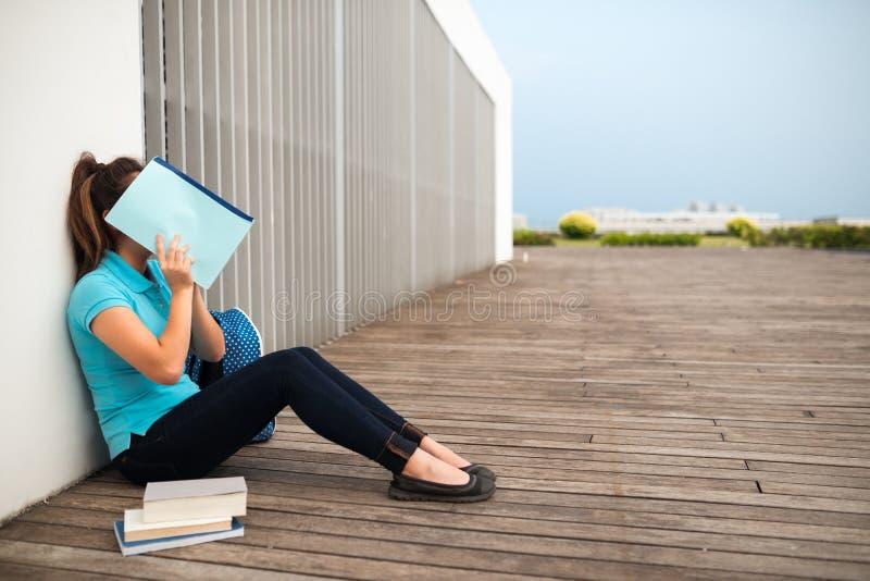 Studentessa di college timida immagine stock libera da diritti