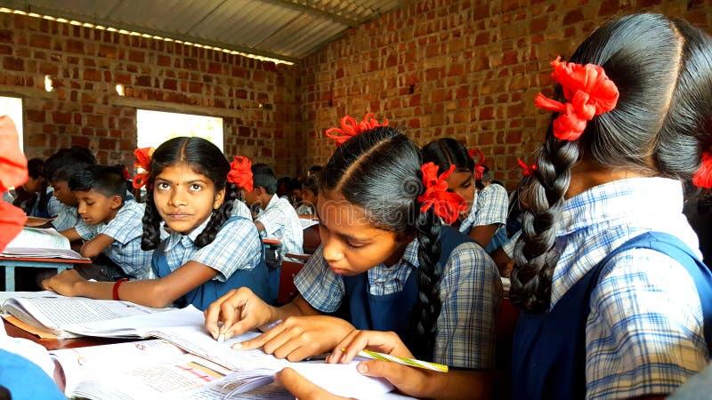 Studentesse tribali in India immagini stock libere da diritti