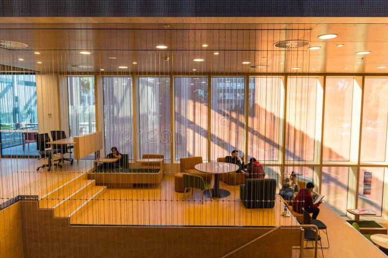 Studenti dentro la costruzione d'apprendimento e d'istruzione all'università di Monash Clayton fotografie stock libere da diritti