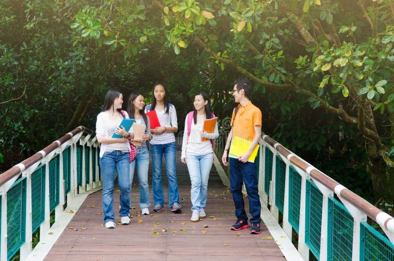 Studenti di college asiatici immagini stock