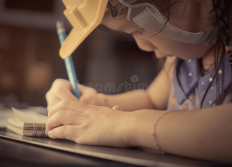 Studentin, die für Bau studiert lizenzfreies stockfoto