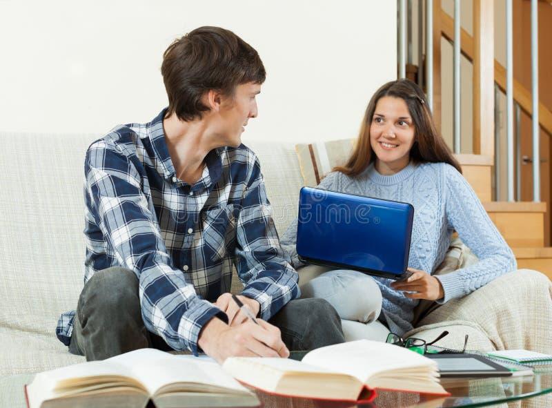 Studentparläsning, handstil som förbereder sig för perioden arkivbilder
