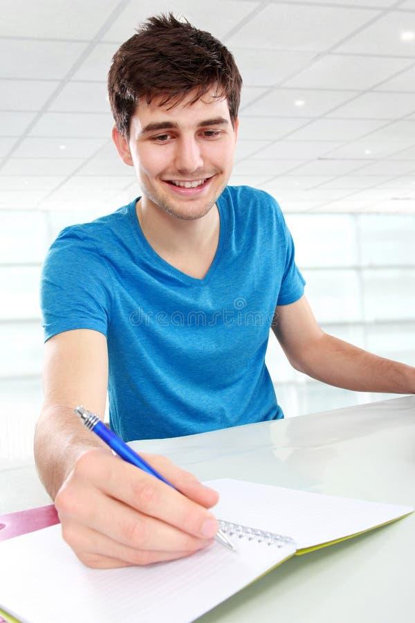 Studentstudieren lizenzfreies stockfoto