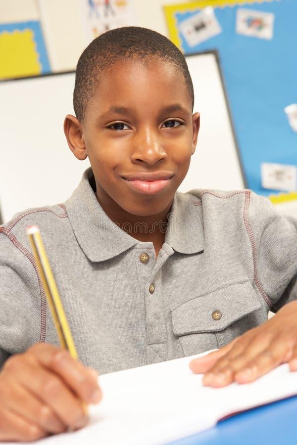 studera för klassrumschoolboy arkivbilder