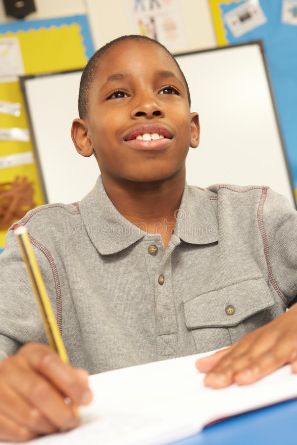 studera för klassrumschoolboy arkivbild
