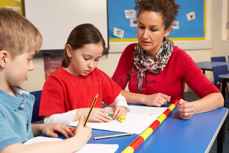 studera för klassrumskolungdom arkivbild