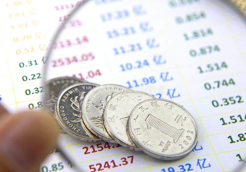 Studie av mynt på dataarket royaltyfri foto