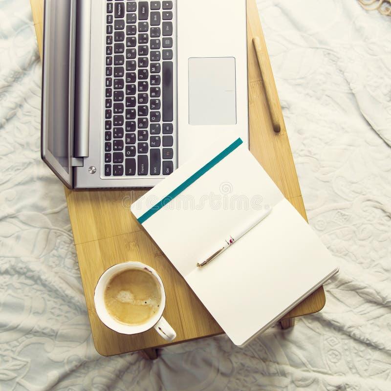 Studie of het werk thuis aangaande de laag royalty-vrije stock afbeeldingen