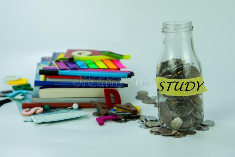 STUDIEN-Wörter auf Glasgefäß stockfoto