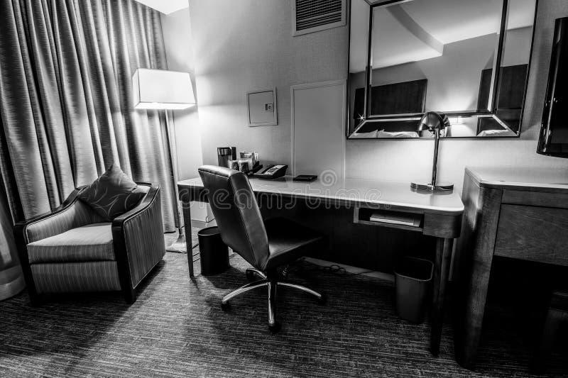 Studieruimte met het schrijven van bureauleunstoel en lamp royalty-vrije stock afbeeldingen