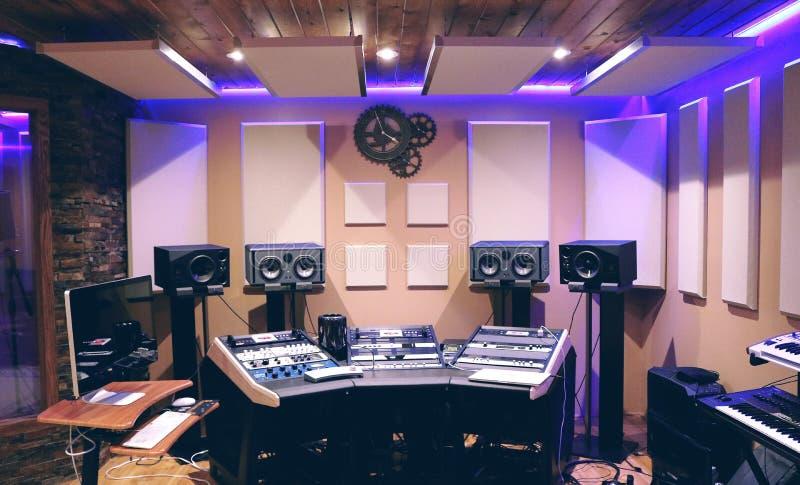 Studio d'enregistrement avec ultra Violet Florescent image stock