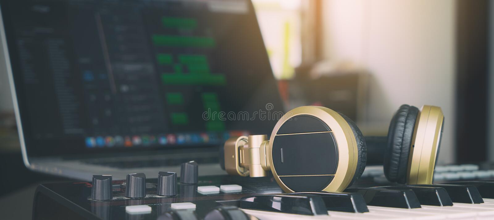 Studio de Home de producteur de musique d'ordinateur photos stock