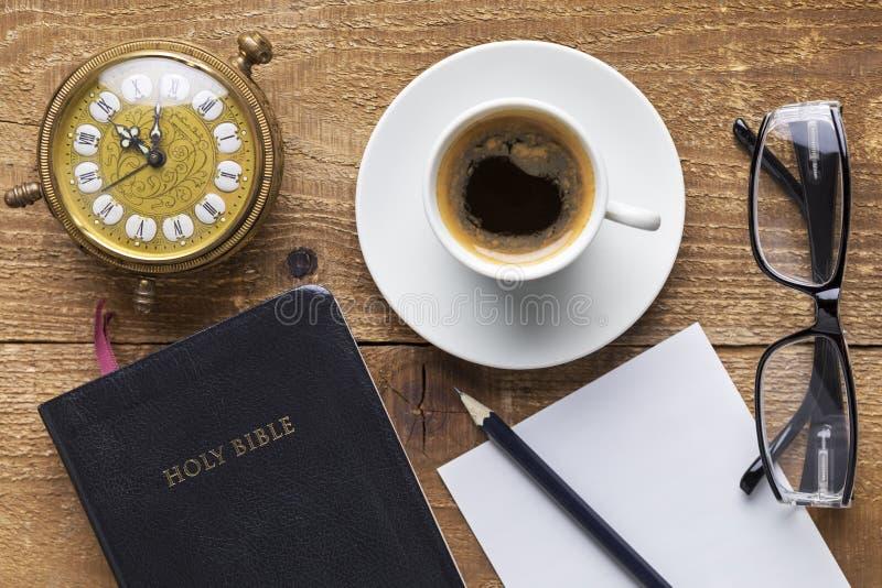 Studio del concetto della bibbia santa fotografia stock libera da diritti