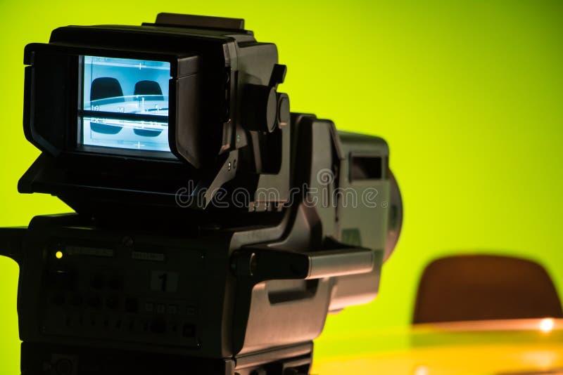 Studio di NOTIZIE della TV con la macchina fotografica fotografia stock libera da diritti